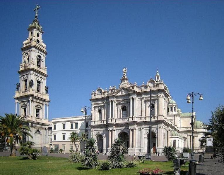 Santuario-madonna-del-rosario-di-pompei-min.jpg